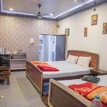 Kanha Paying Guest House in Dulhipur