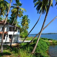 Kavvayi Beach House in Cheruthazham
