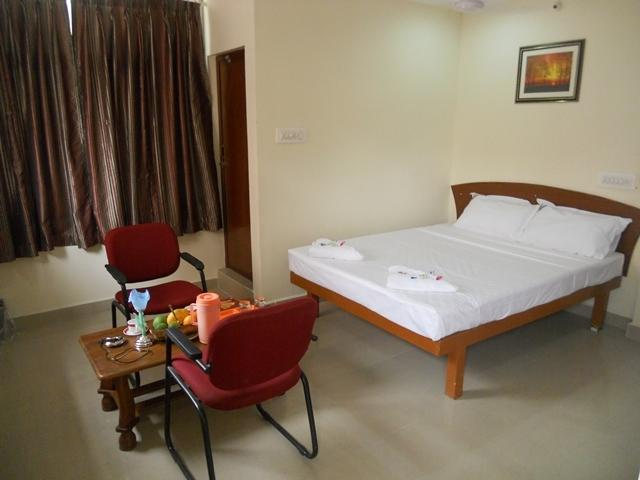 KEK Accommodation (2 km from Airport) in Tambaramsntrm