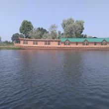 Kings Houseboats in Ganderbal