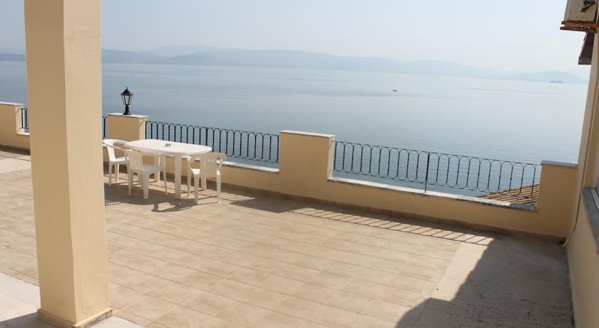 Litharia Apartments in Chlomos