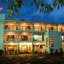 Lotus Riverside Resort in Dungra