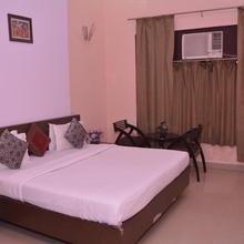 Mid Town Hotels & Banquets in Bhojpur Dharampur