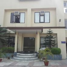 Midtown Hotel and Banquets in Bhojpur Dharampur
