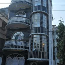 New Hotel White Palace in Serampore