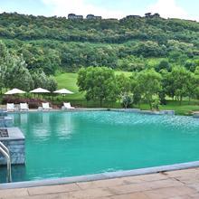 Oxford Golf Resort in Tathawade