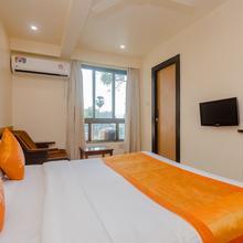 OYO 10382 Hotel Saffron Suites in Waliv