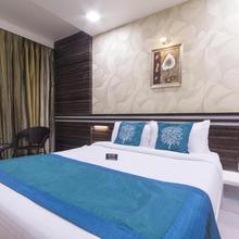 OYO 1052 Hotel Rudra Shelter International in Waliv