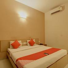 OYO 4594 Apartment Krish Inn in Veerapandi