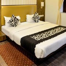 OYO 5777 The President Hotel in Choubepur Kalan