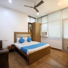 OYO 9230 Hotel Royal Brooks in Karoran