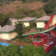 Pali Beach Resort in Gokhivare