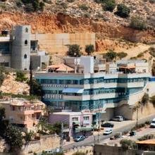Piqi'in Hotel in Shomera