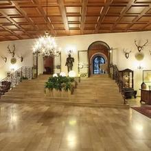 Schloss Weikersdorf Hotel in Sollenau