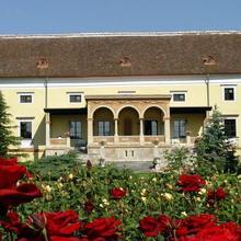 Spa Hotel Schloss Weikersdorf in Sollenau