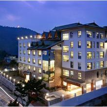 Summit Sobralia Resort & Spa in Damthang