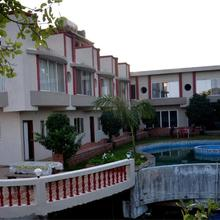 SV-Inns Dwarkadhish Resort in Wai