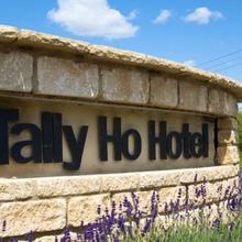 The Tally Ho Hotel - B&B in Yarnton