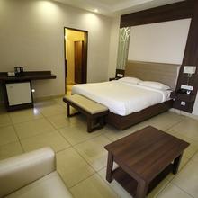 Vels Hotel in Nellikuppam