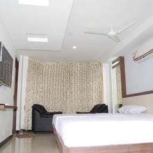 Vijayalakshmi Hotel in Uthukuli