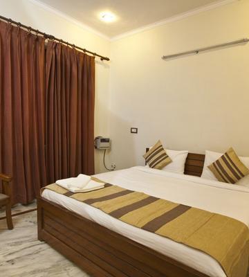 OYO 744 Hotel Vachi Inn