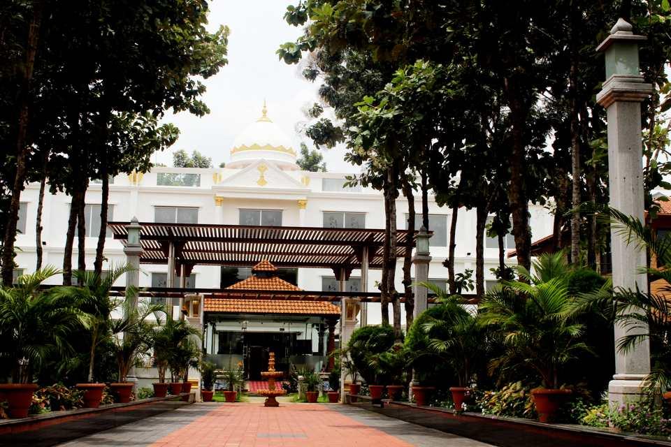 OYO 1872 Hotel Pan Pacific Jal Mahal Resort