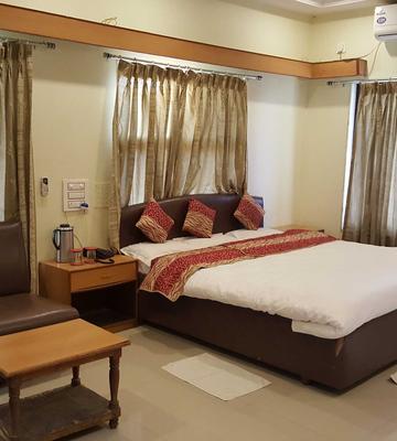 OYO 4085 Hotel Riviera Executive