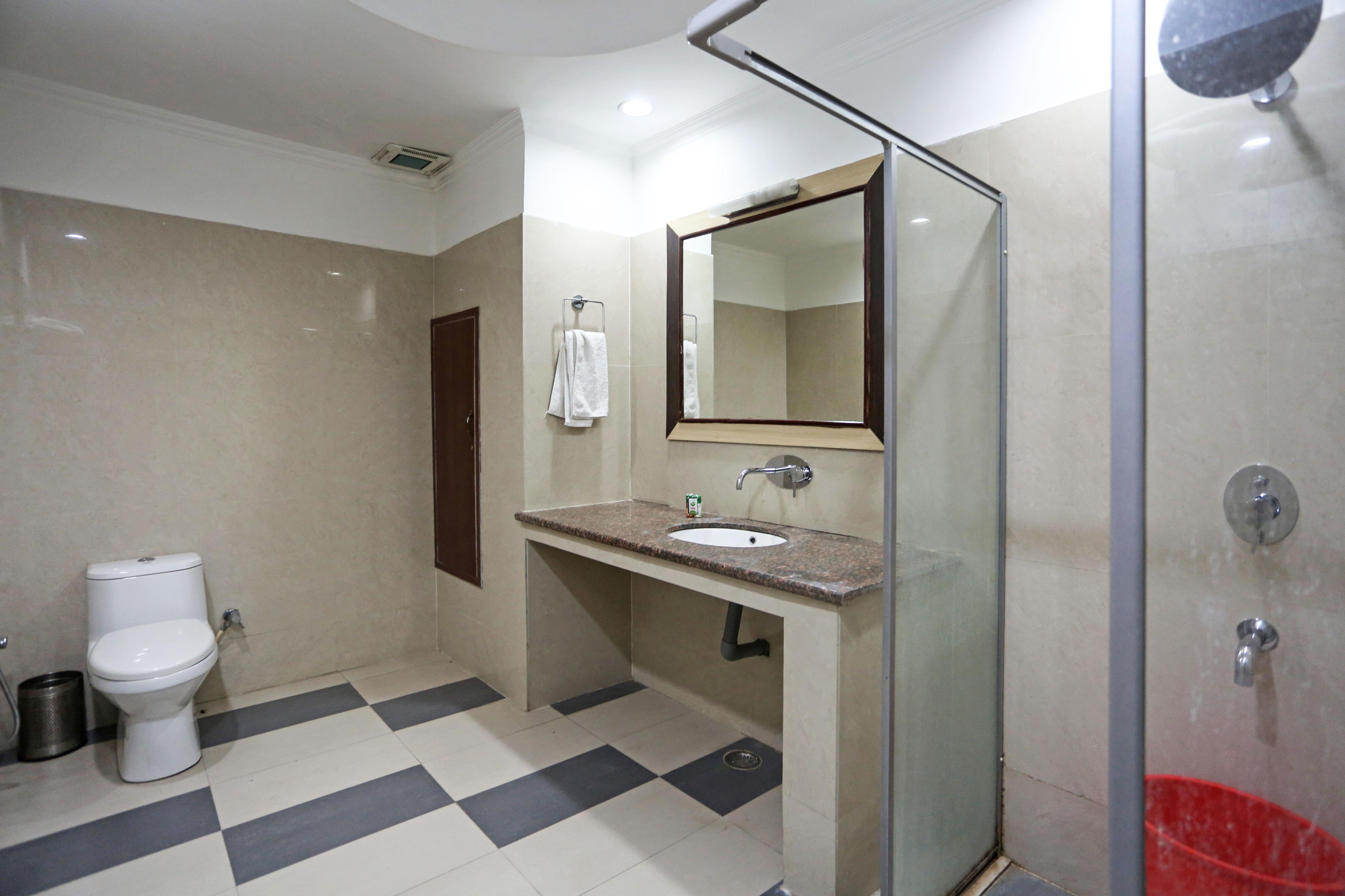 OYO 4962 Hotel Meridian Palace