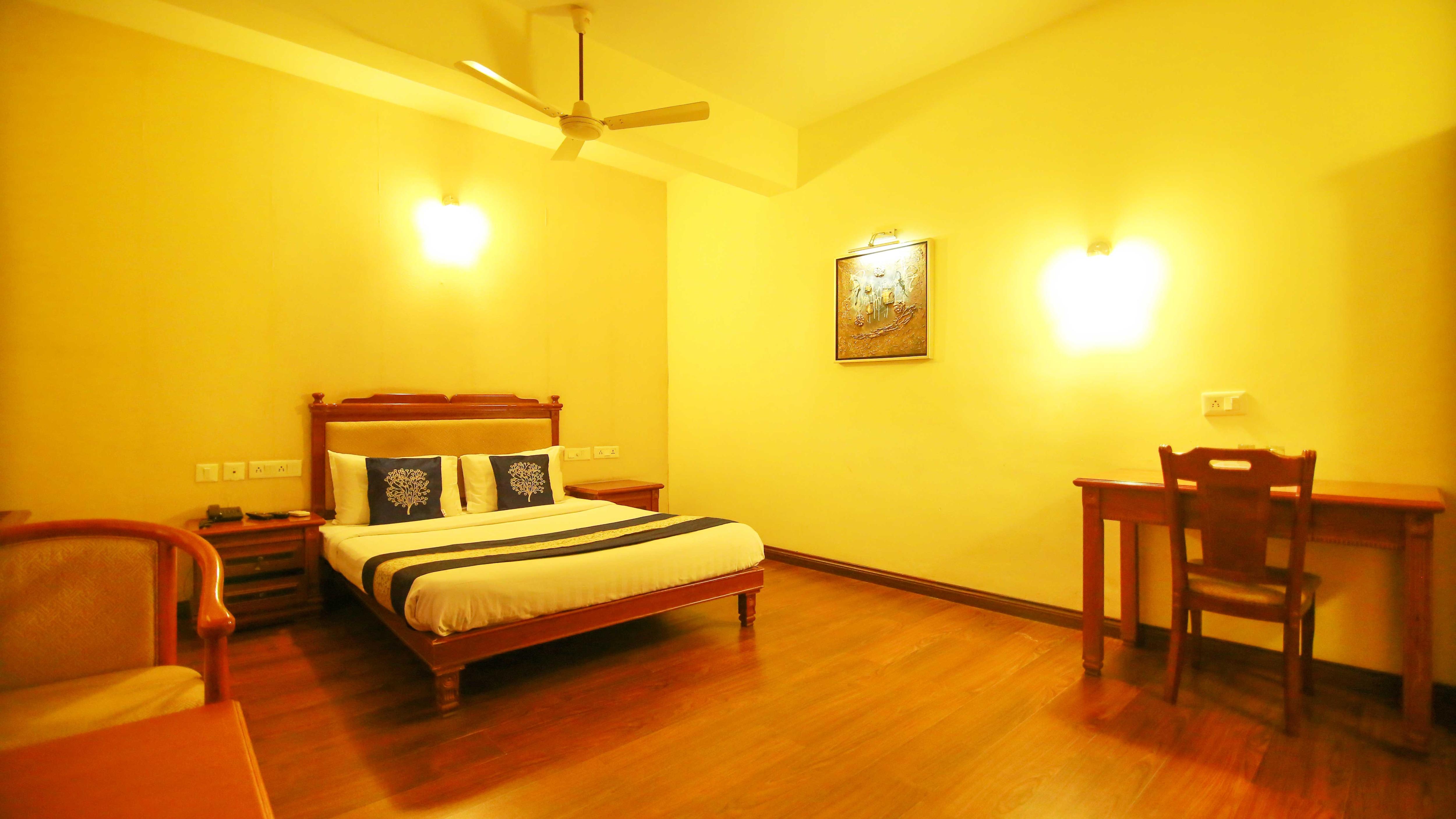 OYO 4802 Cochin City Residency