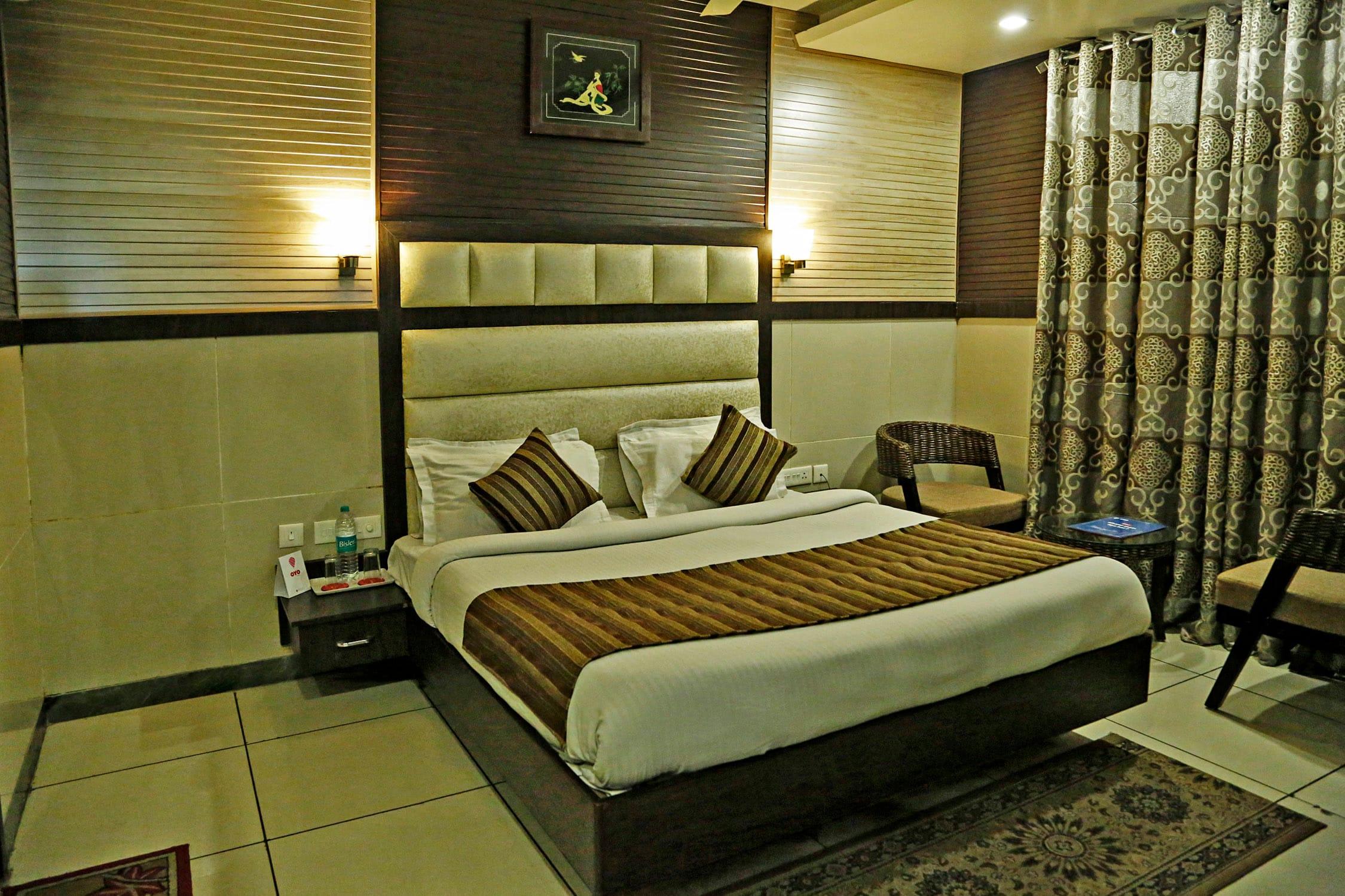 OYO 4399 Hotel Satyam Lodge
