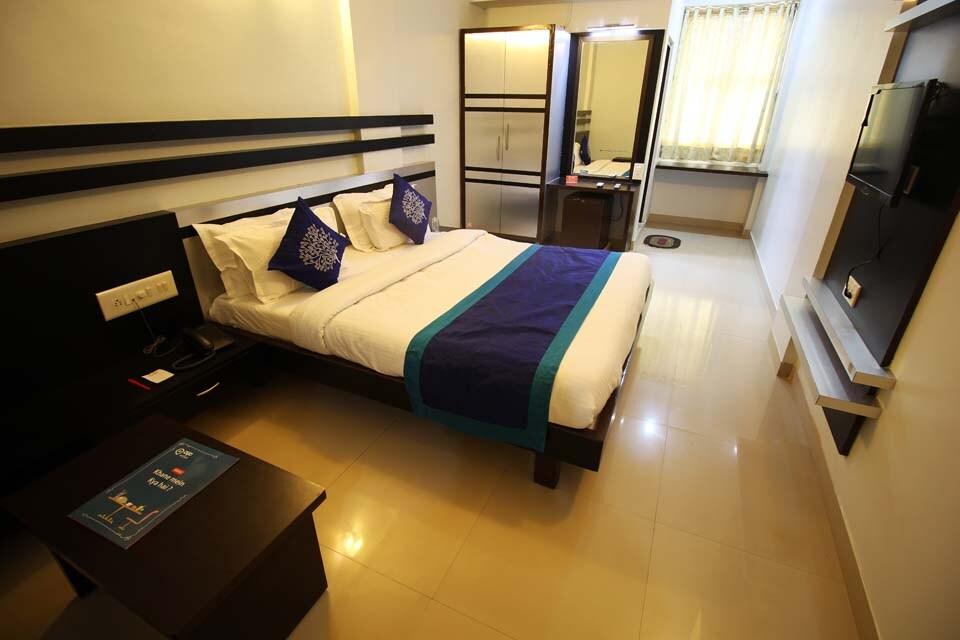 OYO 2116 Skylon Hotel