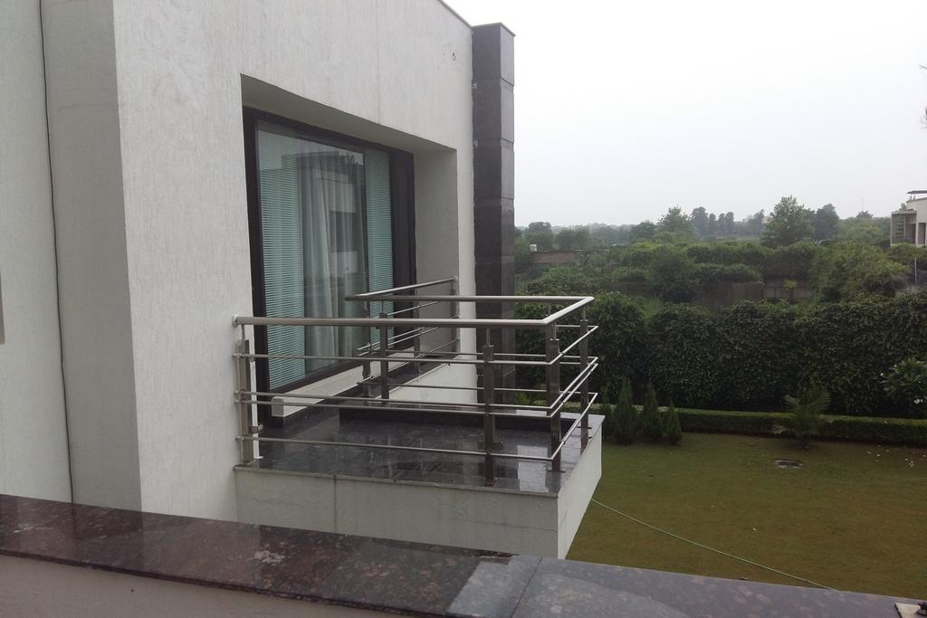 5-BR farmhouse in New Delhi, by GuestHouser in Dera Māndi