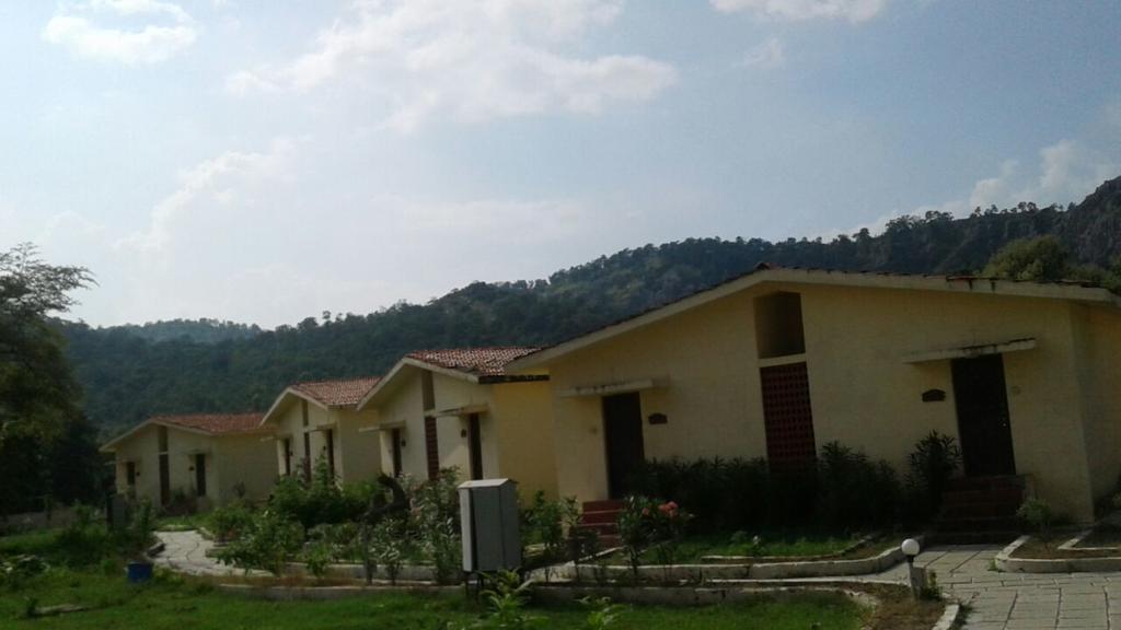 Ambhhora Karandla Jungle Resort in Veltur