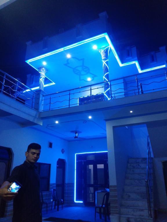 Blue Bird Guest House in Kiraoli