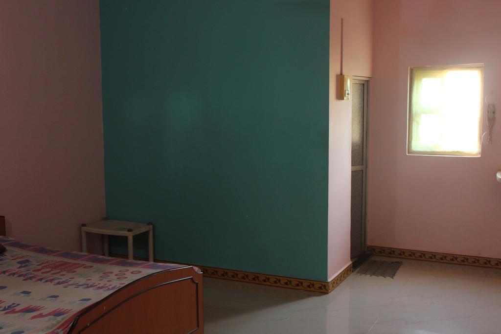 Friends Guest House in Kashid