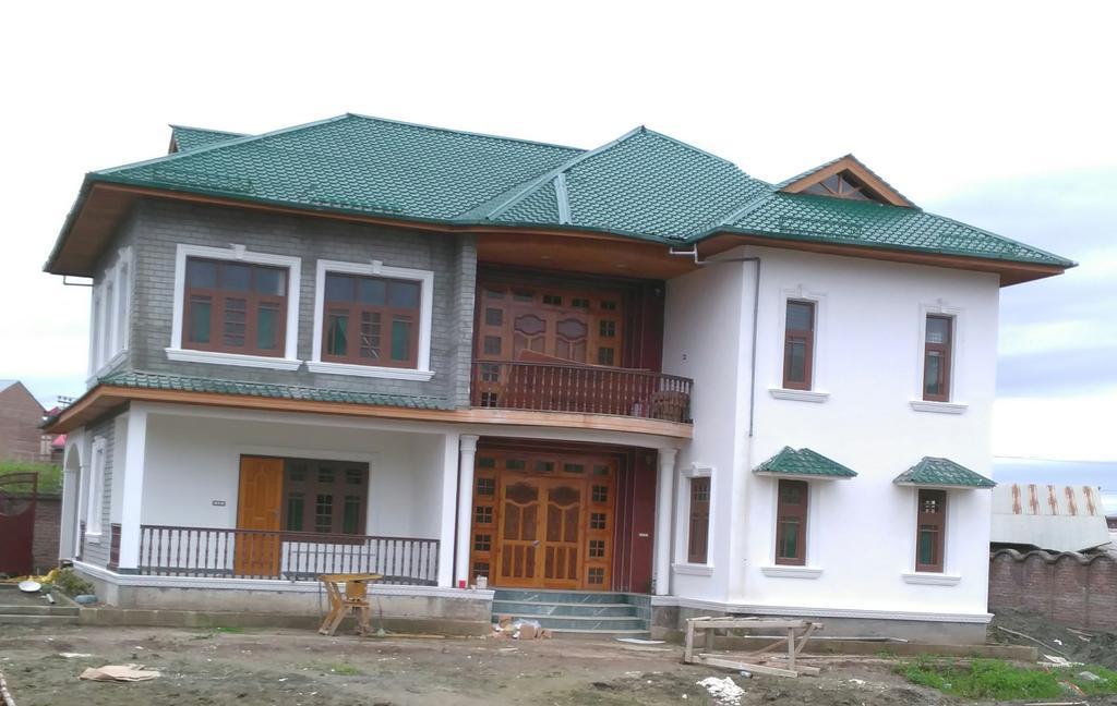 Gulshan E Fatima in Srinagar