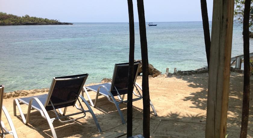 Half Moon Resort in Roatan