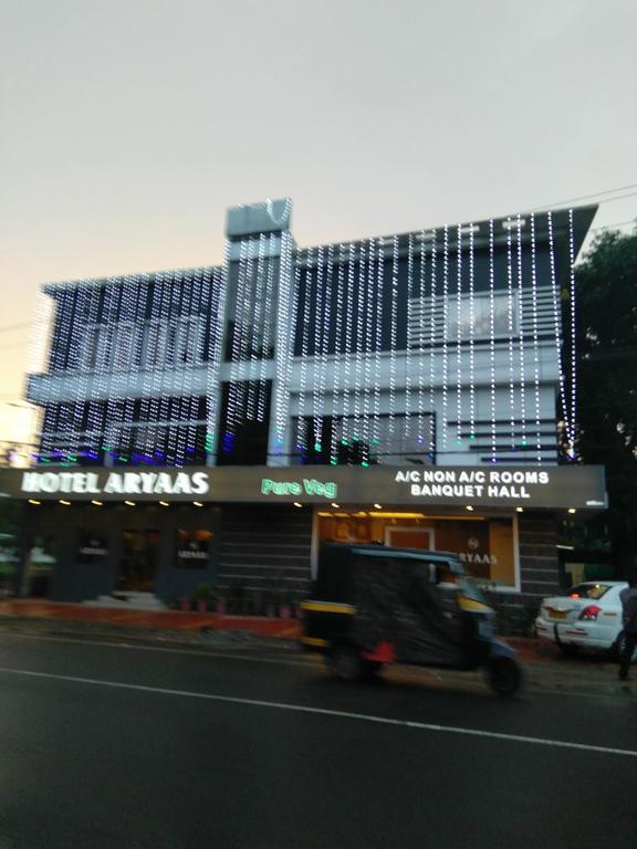 hotel aryaas in Karuvapadna