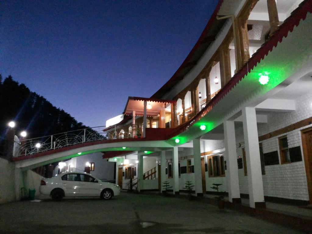 Hotel Burans in Chakrāta
