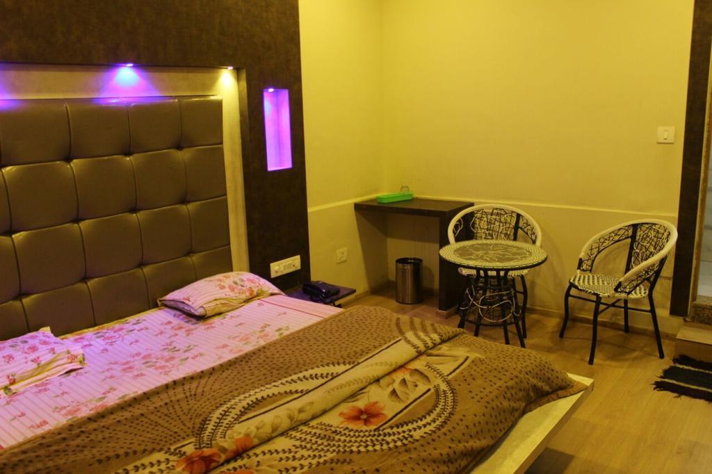 Hotel Hilltop in Mount Ābu