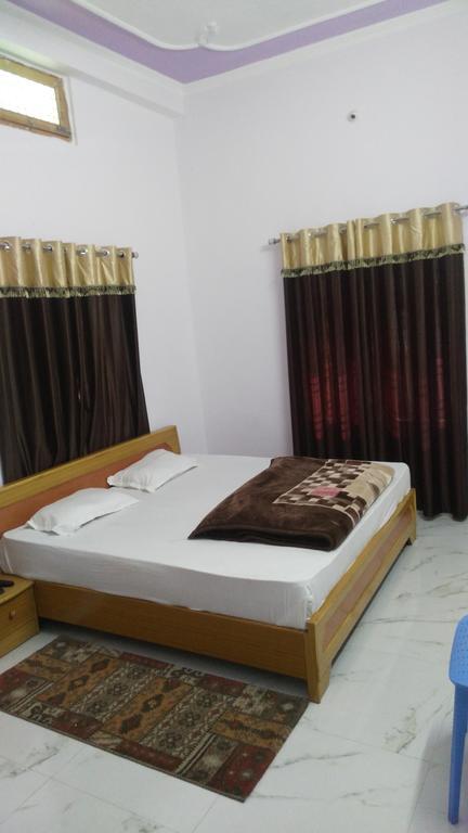 Hotel Khalifa Grand in Mau