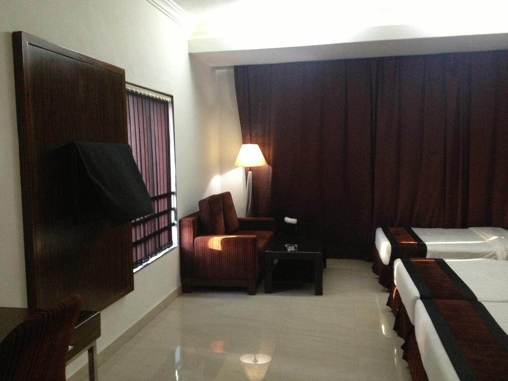 Hotel Kohinoor in Bharuch