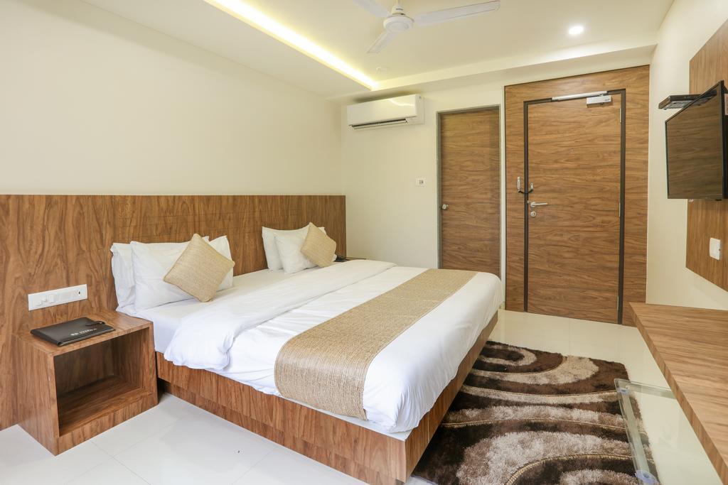 Hotel Limra in Surat