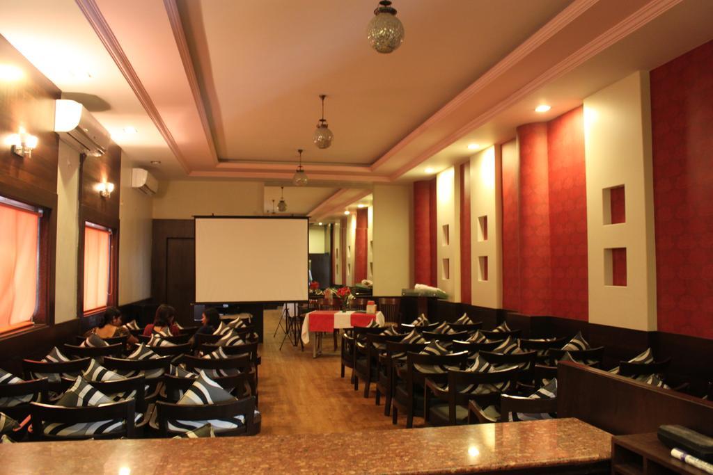 Hotel Maratha Palace in Satara