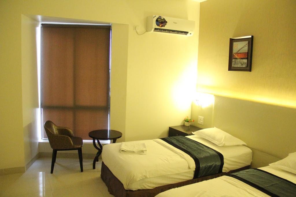 Hotel Patiala House in Ahmadnagar