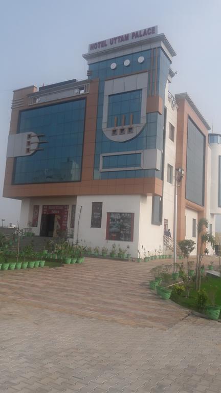 Hotel Uttam Palace in Jīnd