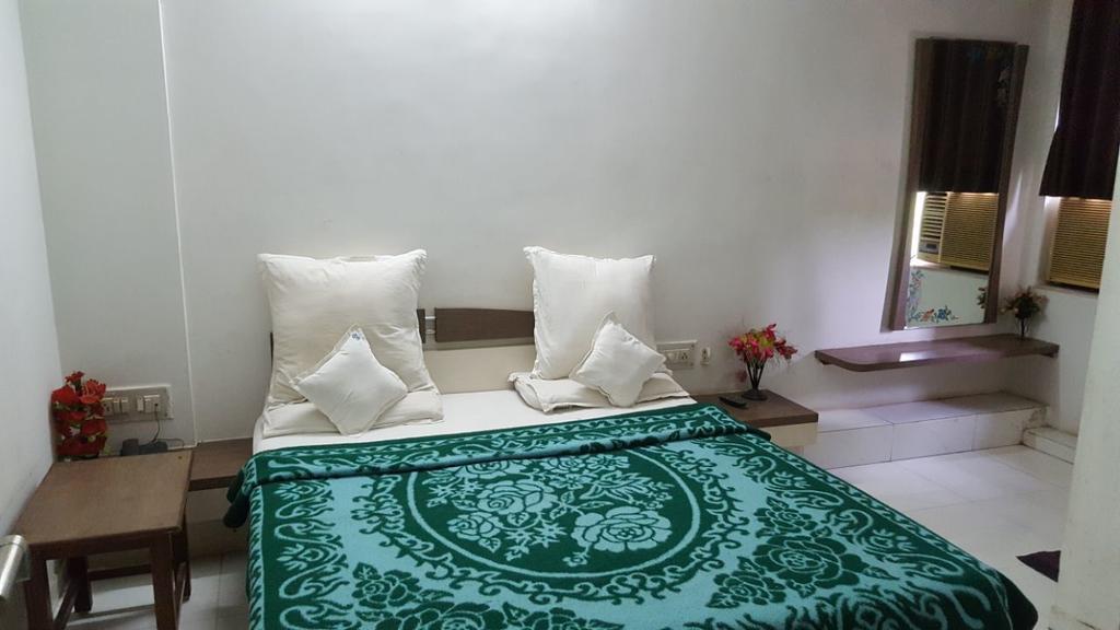 Hotel Varun in Gandhinagar