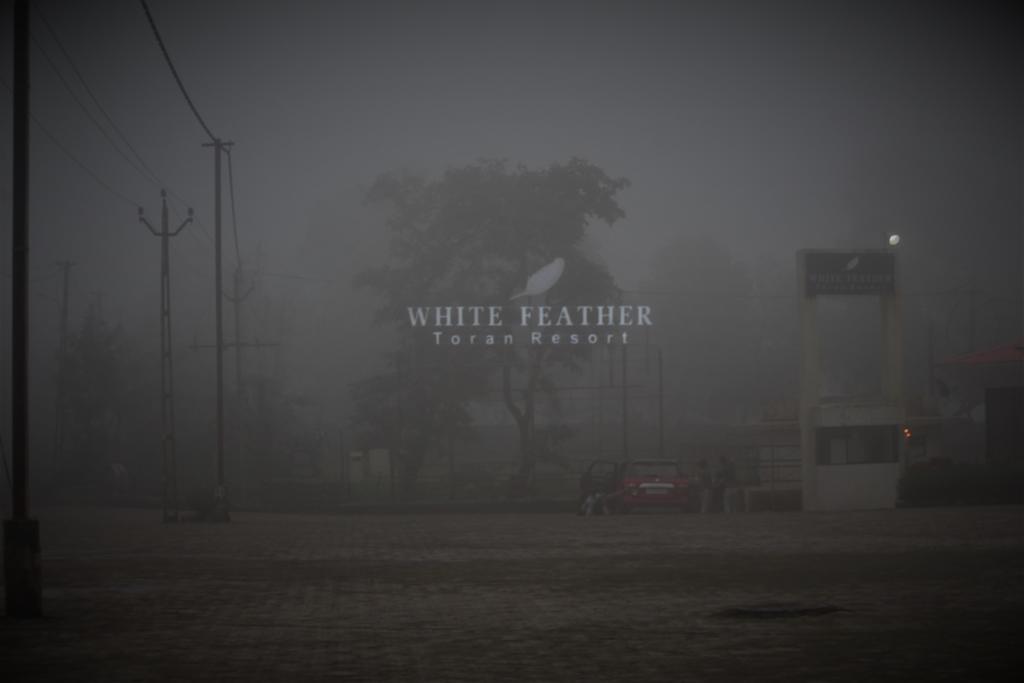 Hotel White Feather Toran Resort in Saputara