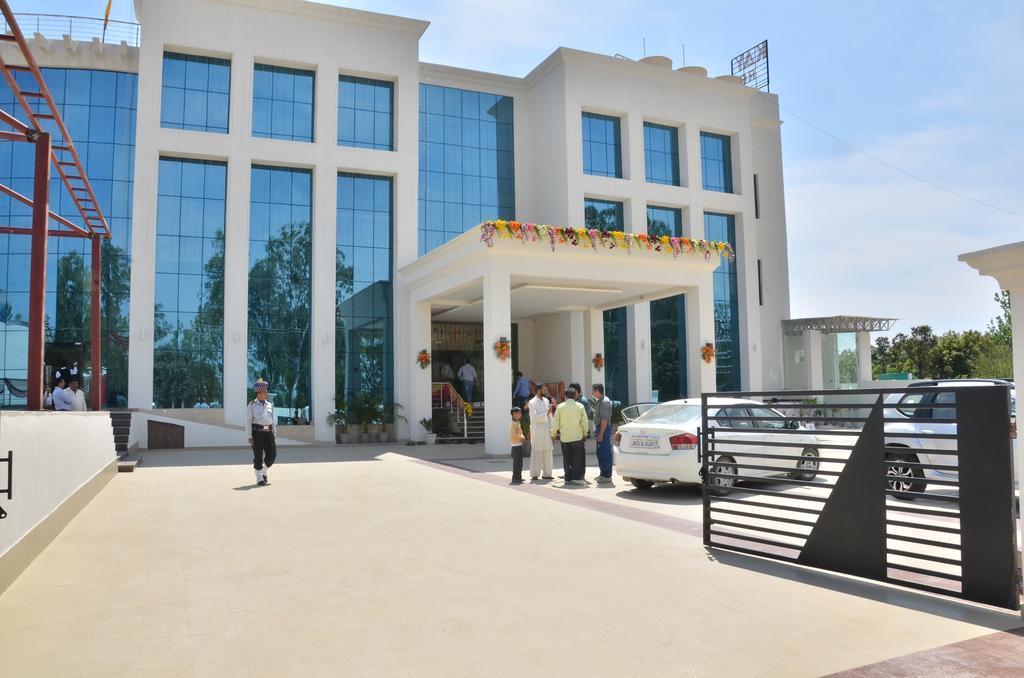 Kay Kay Resort in Surajpur Jikkla