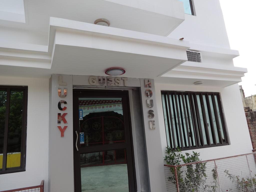 Lucky Guest House in bodh gaya